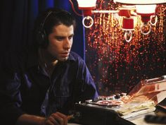 "John Travolta als Tontechniker in ""Blow Out"", USA 1981, Brian de Palma #movie #work #film #arbeit"