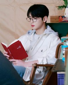 [Cha Eun-woo] Full of hope! Tea is a spring date with Woo ♥: Naver Post Cha Eun Woo, Hyungwon, K Pop Idol, Korea Quotes, Cha Eunwoo Astro, Astro Wallpaper, Lee Dong Min, Perfect Boy, Sanha