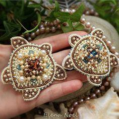 Автор @elennoel 〰〰〰〰〰〰〰〰〰〰〰〰〰〰 По всем вопросам обращайтесь к авторам изделий!!! #ручнаяработа #брошьизбисера #брошьручнойработы #вышивкабисером #мастер #бисер #handmade_prostor #handmadejewelry #brooch #beads #crystal #embroidery #swarovskicrystals #swarovski #купитьброшь #украшенияручнойработы #handmade #handemroidery #брошь #кольеручнойработы #кольеизбисера #браслеты #браслетручнойработы #сутажныеукрашения #сутаж #шибори #полимернаяглина #украшенияизполимернойглины
