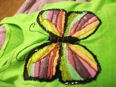 @ Camiseta Borboleta (técnica mista de pintura e bordado com canutilhos e miçangas).