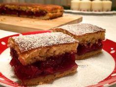 Almás-meggyes pite   mókuslekvár.hu Hungarian Cake, Hungarian Recipes, Hungarian Food, Sandwiches, Food And Drink, Tiramisu, Mascarpone, Bakken, Hungarian Cuisine