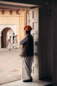 Visiting the old Marwar Captial in a hurry? Here's a thrilling list of highlights and things to do in Jodhpur in one day! Discover the best Blue City attractions in a quick one day Jodhpur Itinerary that won't leave you wishing you had more time – at least not too much. India Trip, India Travel, Stuff To Do, Things To Do, Amer Fort, Travel Route, Jaisalmer, Blue City, Rishikesh