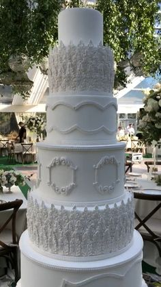 White Wedding Cake Luxury Cake Design / ElegantYou can find White wedding cakes and more on our website. Extravagant Wedding Cakes, Big Wedding Cakes, Country Wedding Cakes, Luxury Wedding Cake, Amazing Wedding Cakes, Wedding Cake Rustic, Elegant Wedding Cakes, Wedding Cake Designs, Luxury Cake