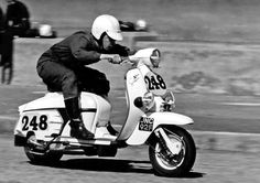 A website dedicated to Vespa and Lambretta scooters. Scooters Vespa, Lambretta Scooter, Motor Scooters, Retro Scooter, Scooter Girl, Retro Roller, Scooter Images, Course Vintage, Italian Scooter