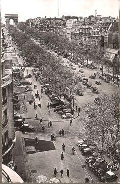 carte postale ancienne de villes et de vieilles voitures - paris champs elysées dans les années 1950