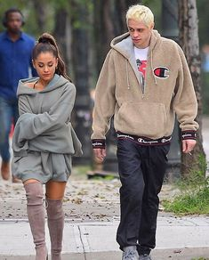 september ariana grande & pete davidson spotted in NYC.👀 she's looks so sad😭  Ariana Grande Outfits, Ariana Grande Pictures, Ariana Grande Facts, Celebrity Couples, Celebrity Style, Bae, Idole, Mode Streetwear, Fashion Outfits