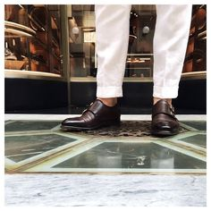 First thing people notice? Shoes. And these are beautiful doublemonks from @santoniofficial  #shoes #monks #gyw #santoni #davide #newhighstyle #nhs #luxury #white #trousers #leather #milan #milano #italia #ladolcevita #dapper #polishboy #elegant #blogger