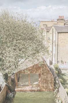 Nerokas minimökki Lontoossa on piilotettu puutarhaan