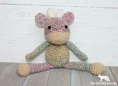 Presenting the free pattern for The Friendly (mini) Giraffe! This is a smaller version of my Friendly Giraffe pattern.  So super cute!! Be...