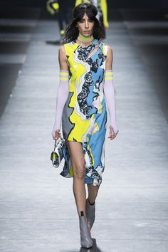 Not sure why some designers are so in love with  uneven lengths of skirts, but it seems tired and gimmicky.