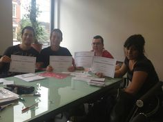 Genis, Adrian, Stefano and Beatrice show their English Certificate at Come2England