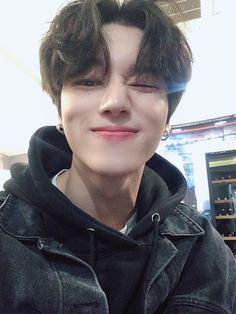 """[# Wooyoung] Hey, I know this Tiny and pretty'll # Avon Tees"" Korean Boys Ulzzang, Cute Korean Boys, Asian Boys, Korean Guys, Asian Men, Yg Entertainment, Pretty Boys, Cute Boys, Foto Twitter"