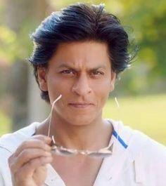 He still looks so young! Bollywood Stars, Shahrukh Khan, Pakistani Mehndi, Star Wars, My Big Love, King Of Hearts, Most Handsome Men, Aishwarya Rai, Katrina Kaif
