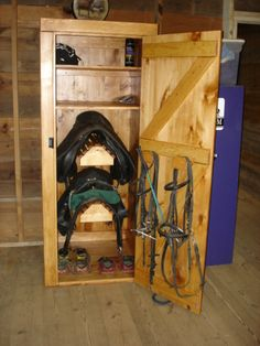 I like the low saddle/bridle racks for lesson students! Amish built tack locker: x x Horse Arena, Horse Stables, Tack Room Organization, Tack Locker, Horse Tack Rooms, Tack Box, Tack Trunk, Horse Shelter, Horse Riding Clothes