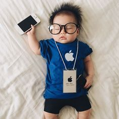 Sleeping baby has no idea she's a cosplay sensation Photos) Monthly Baby Photos, Newborn Baby Photos, Baby Boy Photos, Cute Baby Pictures, Newborn Pictures, So Cute Baby, Baby Kind, Funny Babies, Cute Babies