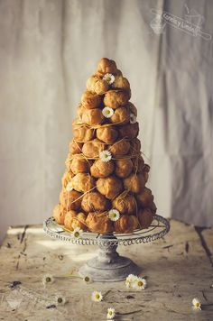 I wanna make a croquembouche so bad. Pastry Recipes, Cake Recipes, Dessert Recipes, Desserts, Profiteroles, French Patisserie, Key Food, Choux Pastry, Sweet Pastries