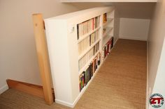 Garde-corps-placo-resultat Stair Walls, Stairs, Bookcase Closet, Library Shelves, Home Staging, Diy Projects To Try, Built Ins, Locker Storage, Sweet Home