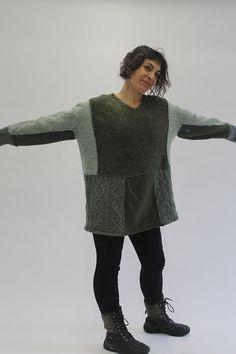 Einer der einen freundlichen Sweater Upcycled von Crispinaffrench