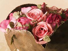 Como fazer arranjos de flores artificiais - http://www.comofazer.org/lazer/como-fazer-arranjos-de-flores-artificiais/