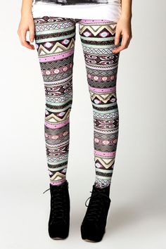 Tumblr Fashion: Aztec print leggings are a must!
