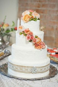 Fresh Flowers with #WeddingCake I Fleurs de France