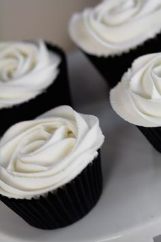 Cupcakes | Stylish Black and White 40th Birthday Party