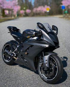 Ducati Motorbike, Yamaha Motorbikes, Best Motorbike, Yamaha Motorcycles, Cars And Motorcycles, Yamaha R6, Biker Love, Stunt Bike, Bike Photoshoot