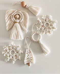 Macrame Design, Macrame Art, Macrame Projects, Macrame Knots, Macrame Jewelry, Diy Christmas Ornaments, Handmade Christmas, Holiday Crafts, Christmas Decorations