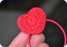 Crochet Heart hair tie - free pattern Simple & sweet!