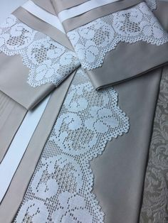 Luciana Gallo's media content and analytics Crochet Edging Patterns, Crochet Borders, Crochet Flowers, Crochet Lace, Fillet Crochet, Cross Stitch Bookmarks, Cut Work, Embroidery Dress, Needlework