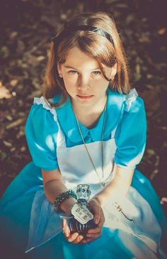Alice in wonderland Pre-party themed session Party Ideas | Photo 1 of 16