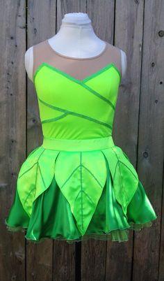 New Tinkerbell Inspired Disney Running Outfit by runthekingdom Disney Princess Half Marathon, Disney Marathon, Run Disney Costumes, Disney Cosplay, Disney Races, Disney 10k, Disney Running Outfits, Princess Running Costume, Disney Style