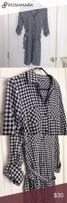 """Black & White Plaid Dress Brand new with tag. Black and white plaid dress. 100% cotton. Two pockets and belt as wrap. Sleeves - can be long sleeves or short sleeves. Measurement laying flat: 16.5"""" length: 36"""" 🦋I'm selling this for my sister🦋 Old Navy Dresses Midi"""