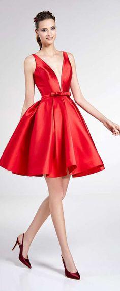 robe de soirée rouge bouffante col en V Robe De Soirée Chic, Princesse, Cols 5dc382c3272