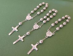 Baptism favors 15 pc mini rosaries silver plated metal beads/ recuerditos de bautismo/ christening favors/ mini rosary on Etsy, $14.00