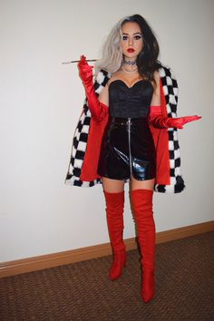 These Halloween Costume Ideas for Women are perfect for Halloween parties this year! Want to go all out for halloween this year but don't know which costume to pick? Here are 70 popular college halloween costume ideas for girls! Last Minute Halloween Costumes, Halloween Looks, Halloween Parties, Women Halloween, Halloween Post, Original Halloween Costumes, Disney Halloween Costumes, Halloween Makeup, Group Halloween