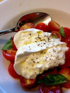 Tomato salad with burrata. Burrata is a fresh Italian cheese made from mozzarella and cream. The outer shell is solid mozzarella, while the inside contains both mozzarella and cream, giving it an unusual, soft texture. Burrata Salad, Burrata Cheese, Tomato Salad, I Love Food, Good Food, Yummy Food, Tasty, Food N, Food And Drink