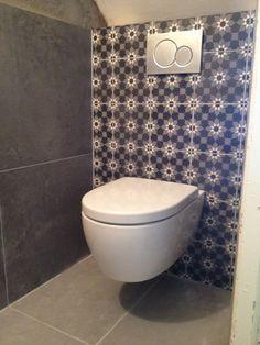 Toilet met Portugese tegels