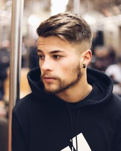 16 Sexiest Hairstyles for Men with Thin & Fine Hair Get ready to have some Soft Light attention because these are the Most Sexiest Hairstyles for Men with Fine Hair. We have 16 Most Talked about Hairstyles or Men with Fine Hair. Hairstyles Haircuts, Haircuts For Men, Latest Hairstyles, Popular Hairstyles, Mens Haircuts Fine Hair, Mens Hipster Haircuts, Boys Haircuts Trendy 2018, Mens Hairstyles Medium Undercut, Undercut Beard
