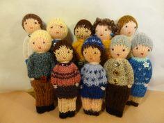 Jouet traditonnel, lot de 2 petites poupées tricotées en laine, les adultes. : Jeux, jouets par la-fabrique-de-cadot