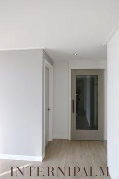그레이 중문 White Interior Design, Doors, Modern, Life, Furniture, Home Decor, Homemade Home Decor, Home Furnishings, Decoration Home