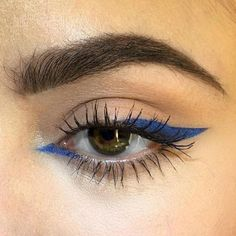 petrol blue eyeliner sharp inner corner, thick outer corner compared to make-up . - petrol blue eyeliner sharp inside corner, thick outside corner compared to make-up … – petrol b - Makeup Goals, Makeup Inspo, Makeup Inspiration, Makeup Tips, Makeup Geek, Makeup Style, Makeup Lessons, Makeup Products, Beauty Products