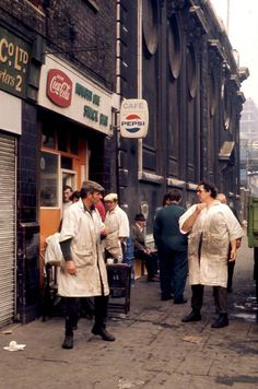 Billingsgate Market Fish Porters at Number One Snack Bar next to St Magnus the Martyr London. I remember the parking meters like the ones here. Vintage London, Old London, London City, Victorian London, London History, British History, Cycling In London, London Market, East End London