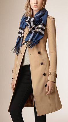 Cadet blue The Classic Cashmere Scarf in Check - 3 Over 50 Womens Fashion, Fashion Over 50, Work Fashion, Fashion Pics, Fall Fashion Trends, Autumn Fashion, Trench Coat Outfit, Ways To Wear A Scarf, Checked Scarf
