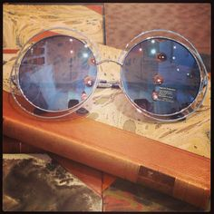 Retro sunglasses: Big round 60's model silver.