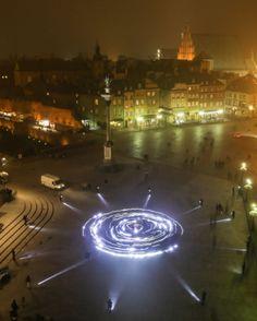 Warszawa Plac Zamkowy happening słońce. http://www.tvn24.pl/zdjecia/zdjecie-dnia,46897,lista.html