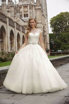 Ronald Joyce brings us a little modest elegance with this gorgeous ball gown.