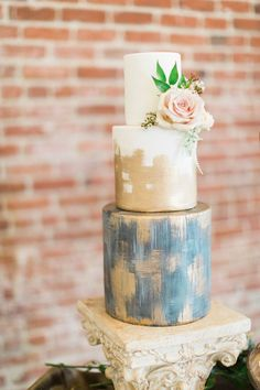Gold Wedding Cakes 20 Hand-Painted Wedding Cakes That Will Make You Do a Double Take via Brit Co Naked Wedding Cake, Painted Wedding Cake, Wedding Cake Rustic, Beautiful Wedding Cakes, Beautiful Cakes, Gold Wedding, Dessert Wedding, Rustic Cake, Perfect Wedding