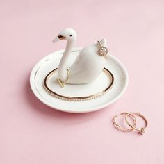 LC Lauren Conrad Swan Ring Dish Ev Aksesuarları – home accessories Necklace Holder, Jewelry Holder, Polymer Clay Projects, Diy Clay, Lauren Conrad Ring, Watch Holder, Boutique Fashion, Ring Holder Wedding, Ring Dish