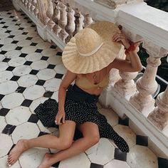 Sara Escudero (@collagevintage) • Fotos y videos de Instagram Collage Vintage, Panama Hat, Instagram, Poses, Hats, Fashion, Figure Poses, Moda, Hat